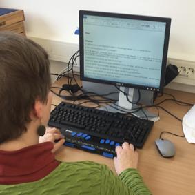 Computer mit Braille-Zeile