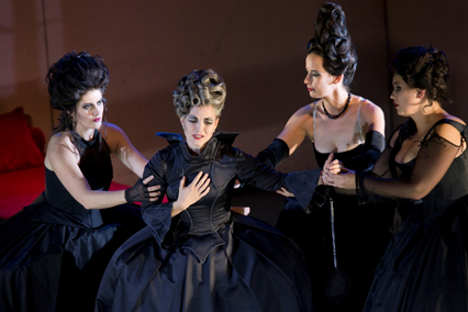 """Foto der Aufführung der """"Zauberflöte"""" von 2012 der Oper Leipzig, Fotograf Tom Schulze"""