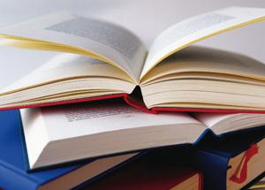 Zwei aufgeschlagene Bücher